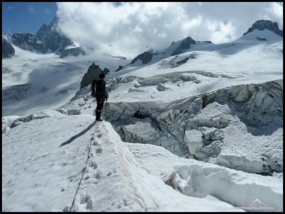 Auf dem Weg zum Rif. Torino. Thomas am Rande des Gletscherbruches.