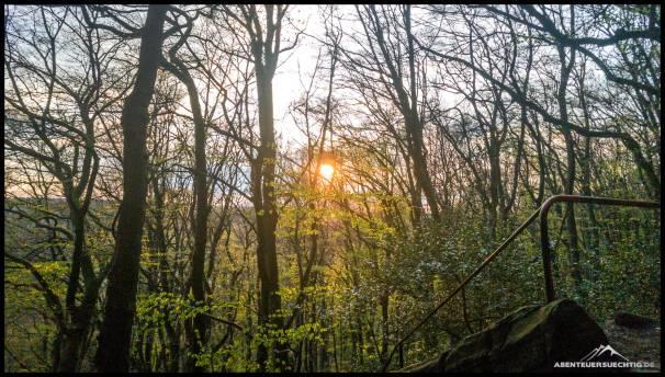 Die Kulisse zwischen hohen Felsen und Wald hat schon was...