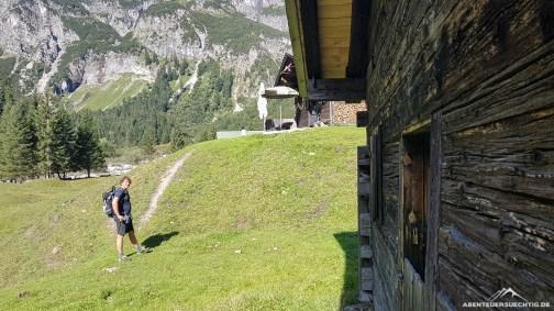 Thomas zieht es gleich in Richtung Terrasse. Ist aber eine Privatveranstaltung :)