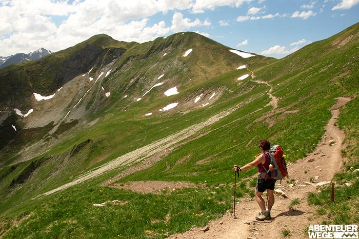 Ohne Gepäck, mit Tagesrucksack & Wanderstöcken die Alpen überqueren