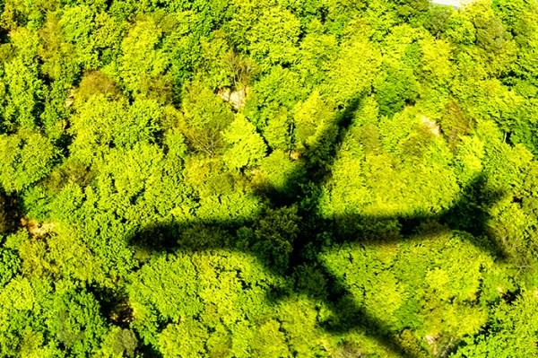 An- & Abreise per Flugzeug - Alternativen nutzen oder Umweltauswirkungen kompensieren.
