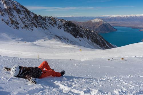Wintersportler in Neuseeland macht eine Pause