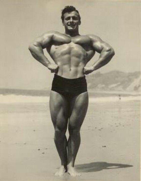 812453f0b172 A história da sunga de praia. O culto ao corpo teve papel importante na  propagação da moda.