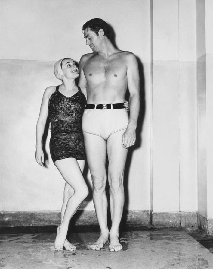 Johnny Weismuller Tarzan História da Sunga de Praia
