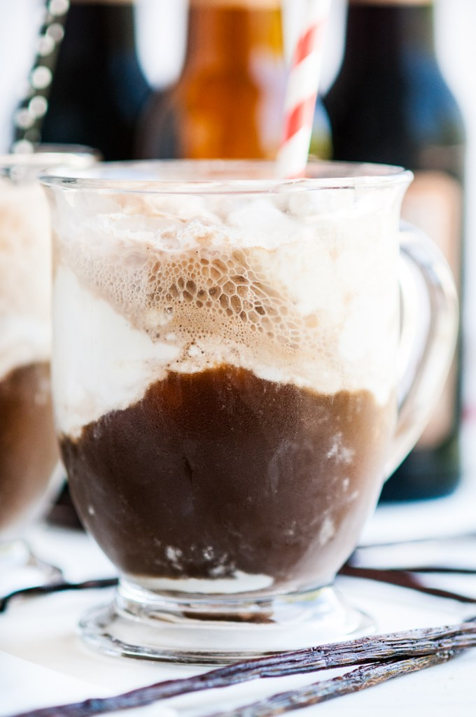 Boozy Root Beer Floats with Homemade No Churn Vanilla Ice Cream | aberdeenskitchen.com