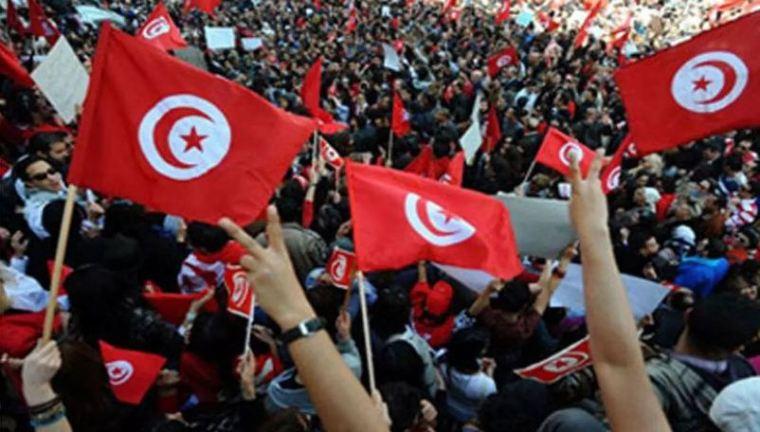 الثورة التونسية وعلاقتها بثورة 25 يناير
