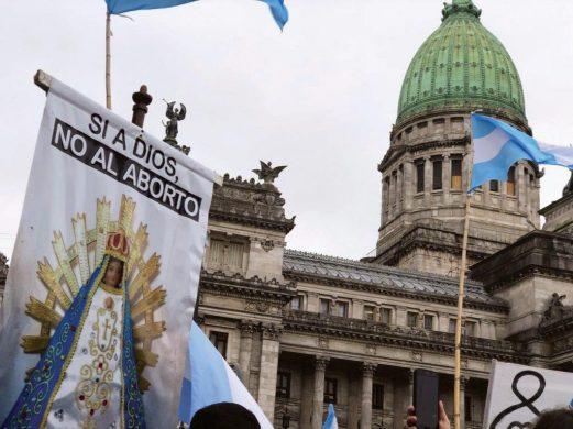 Em consequência de multitudinários protestos contra a legalização do aborto, o Senado argentino recusou um projeto que havia empolgado os abortistas mundiais.