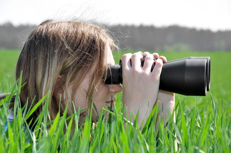 girl-observing-nature-seo