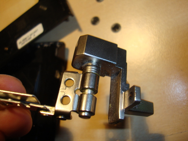 Thinkpad R60 hinge
