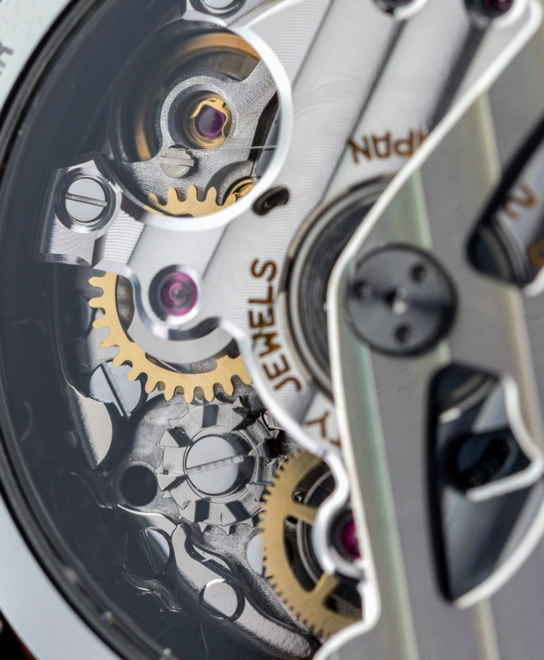 The Amazing History & Functionality Of The Seiko Spring Drive Movement Featured Articles