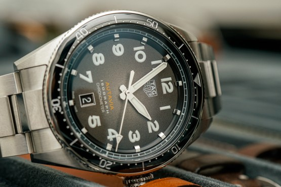 Tag heuer autavia isograph watch hands on ablogtowatch for Tag heuer autavia isograph