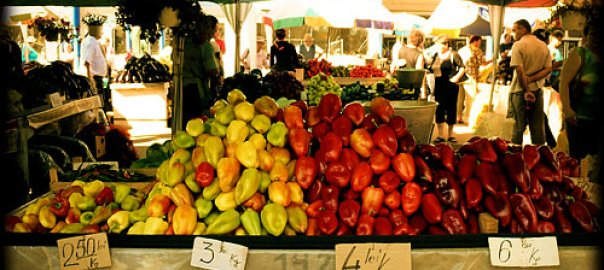 bbbb-2 Sighisoara's Daily Market - Sighisoara, Romania Romania Sighisoara  Vegetarian Sighisoara Romania Markets Food
