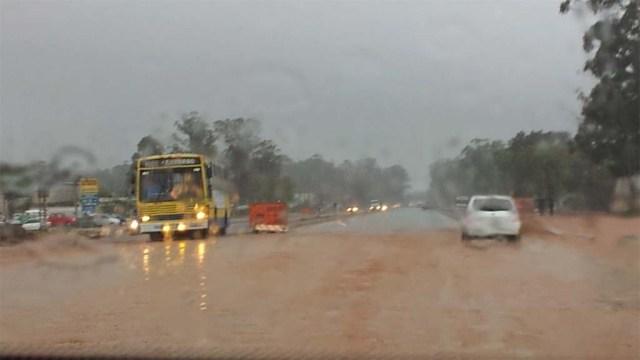 Straße in Montevideo bei Regen