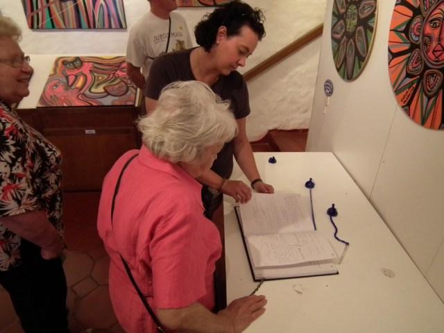 Ein Eintrag ins Gästebuch musste sein :-) Doris möchte im nächsten Leben als Katze im Casa Pueblo leben :-)