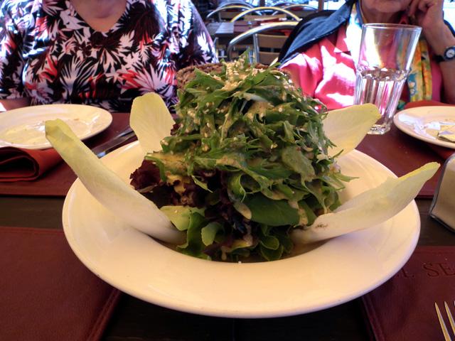 Salat mit Senf-Dressing