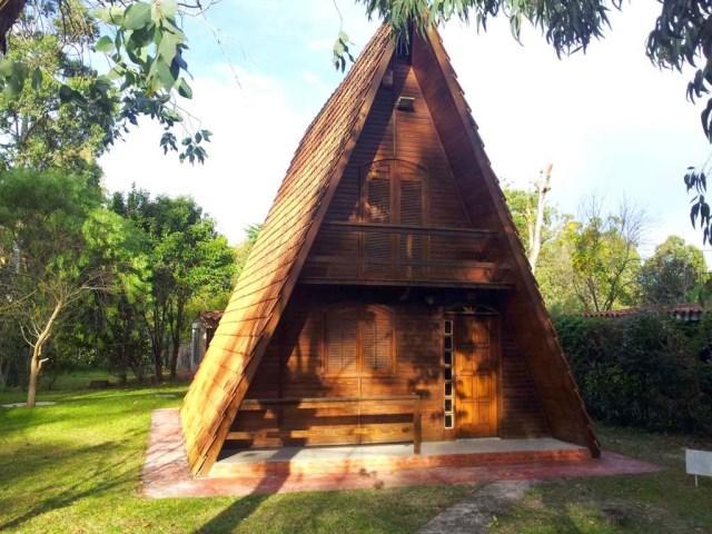 Hier ein Holz-Hexenhaus in Fortín de Santa Rosa
