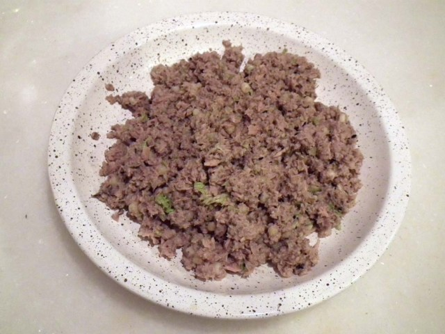 "Sardinen ""al natural"" mit Nudeln, Sesam und Salat  Minnie fährt total darauf ab :-)"