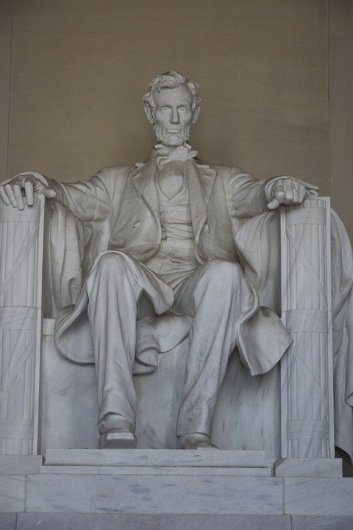 Lincoln Memorial makes DC a great spring break ideas