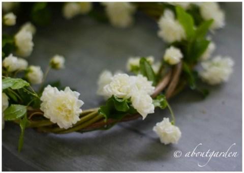 Rose Bankia wreath dark