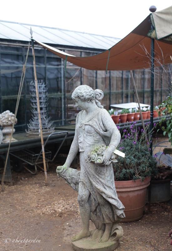 ingresso petersham statua