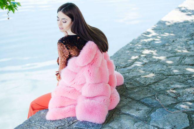 Βάλτε χρώμα στην ζωή σας μ ενα πορτοκαλί η ροζ γούνινο παλτό! (φωτο) -  Σιάτιστα - Siatista-Info 527469c778c