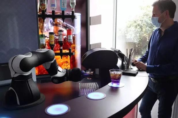Робот-бармен Barney появился в Швейцарии