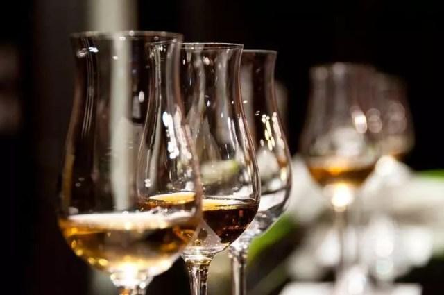 «Коронавирусные» алкогольные бренды становятся модой?