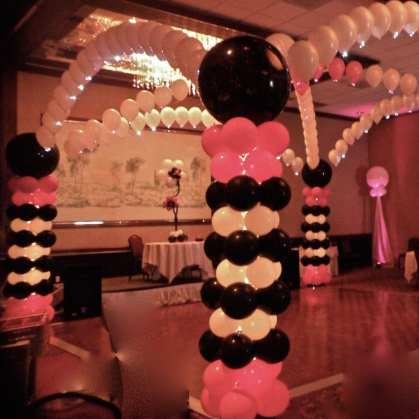 White and pink lighting set this event aglow.
