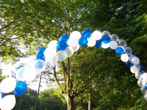 Attract attention to your outdoor event with a classic spiral arch