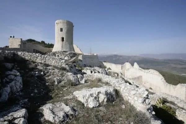 Bominaco (Aq), il castello medievale