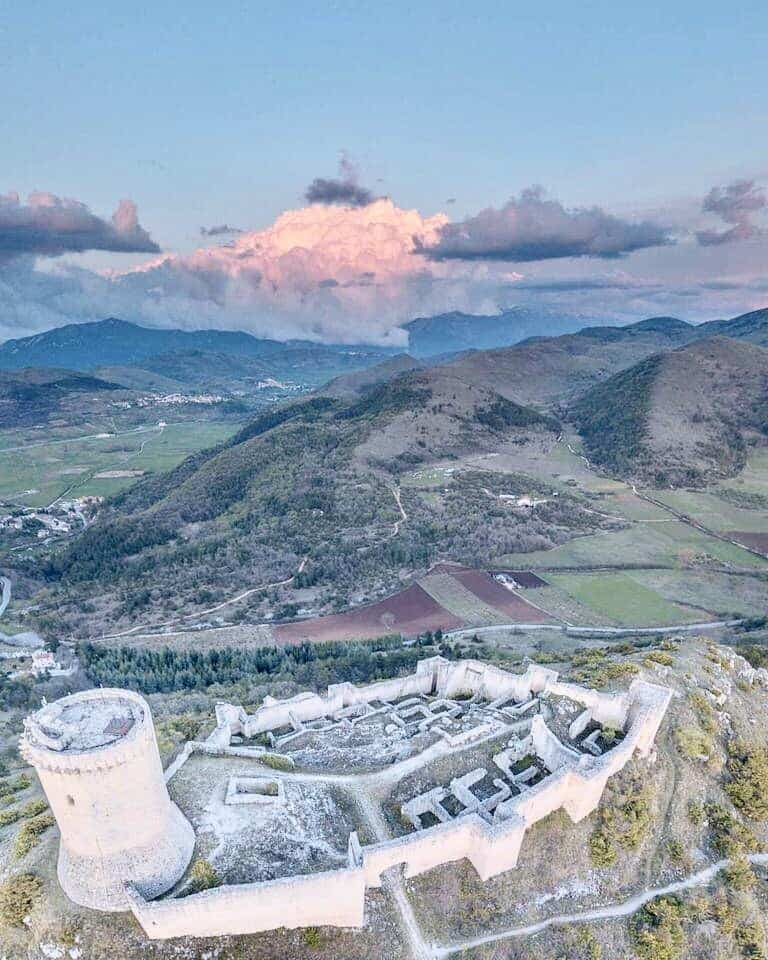 Castello di Bominaco dall'alto