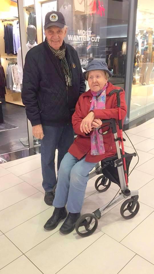 Disse søte turtelduene har vært sammen i 62 år og gift i 72. Om to år er de 90 år gamle <3 De har vært sammen siden de var 16 år!