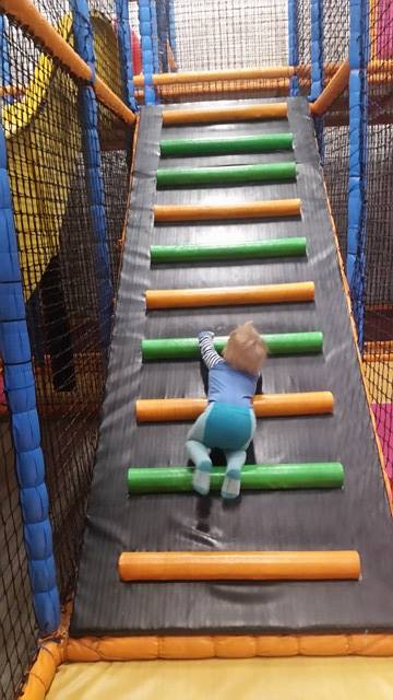 Levi koser seg i Spenst aktivitetspark :)