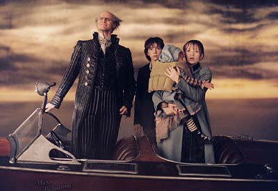 "Jim Carrey, left, Liam Aiken, center, Emily Browning, right, star in ""Lemony Snicket's A Series of Unfortunate Events."" Twins Kara and Shelby Hoffman, second from right, also star in the film. (Gannett News Service, Francois Duhamel/Paramount Pictures)"