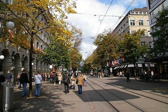Bahnhofstrasse, la calle más comercial de Zúrich