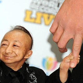 L'uomo più piccolo del mondo - He Ping Ping