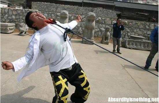 Li Dasheng - Traina un'auto con le palpebre