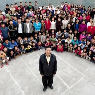 Ziona Chana, l'uomo Indiano con 39 mogli, 94 figli e 33 nipoti