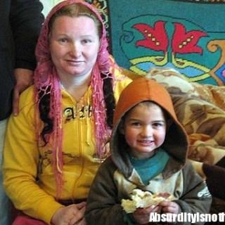 Rifca Stanescu - A 23 anni è la nonna più giovane del mondo