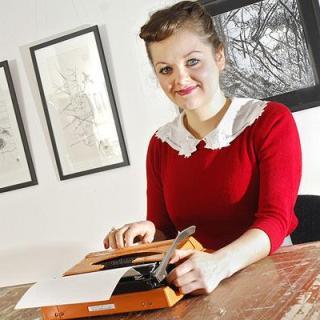 Keira Rathbone e i suoi incredibili disegni fatti con la macchina da scrivere