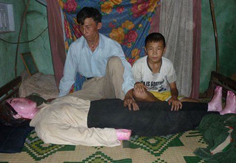 Uomo Vietnamita vive col cadavere della moglie defunta da 8 anni