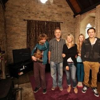 I Blatchford, la famiglia inglese che vive al cimitero