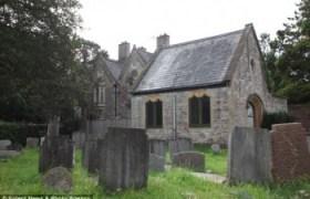 Famiglia inglese vive al cimitero (1)