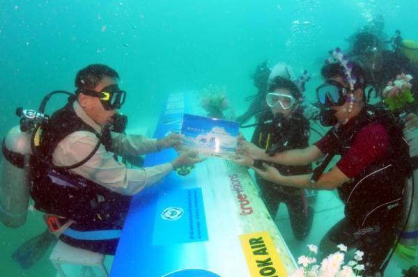 Matrimoni sott'acqua in Thailandia (2)