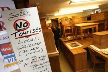 Negozio di antiquariato in Inghilterra non ammette turisti