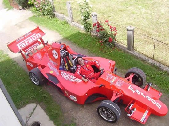 Meccanico bosniaco costruisce una vettura di Formula 1 (1)