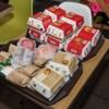 Coppia di sposi tiene il ricevimento di nozze da McDonald's (3)