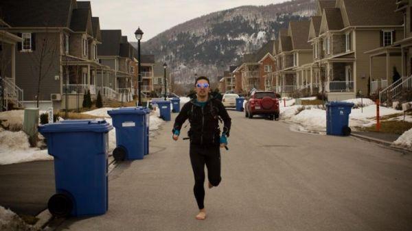 Ingegnere canadese vuole correre dal Canada all'Argentina a piedi nudi (1)