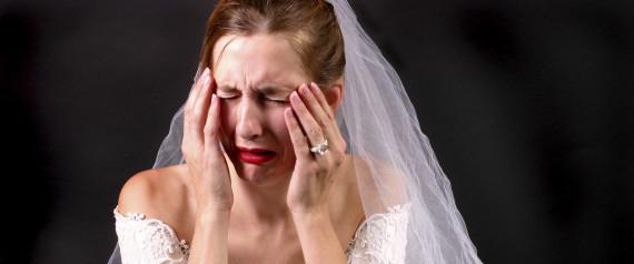 Ritarda al proprio matrimonio perché si taglia i testicoli