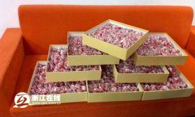 999 rose fatte di banconote (2)